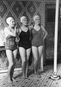 3 girls by pole